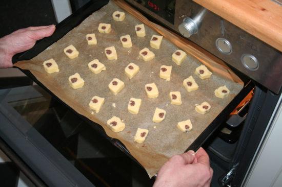Marzipan-Shortbread ab in den Ofen
