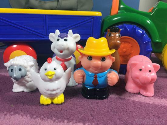 KiddieLand Traktor mit Anhänger Bauer mit Tieren