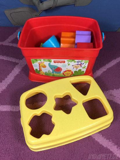 Mattel Fisher-Price K7167 Steckbox/Formensortierspiel auf mit Formen